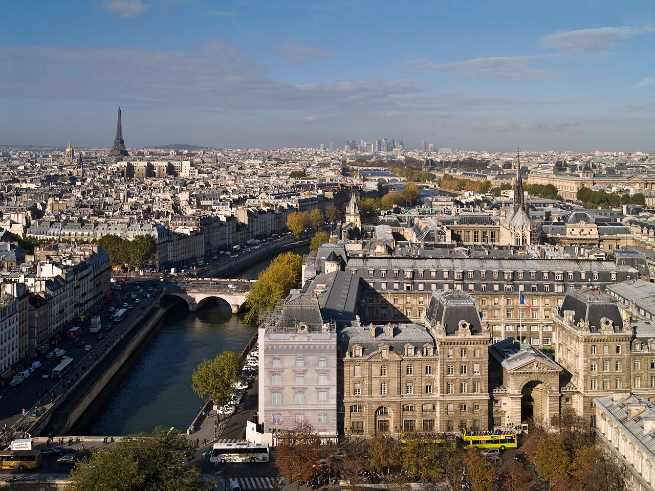 1280px-01_vue_Paris_depuis_Notre-Dame