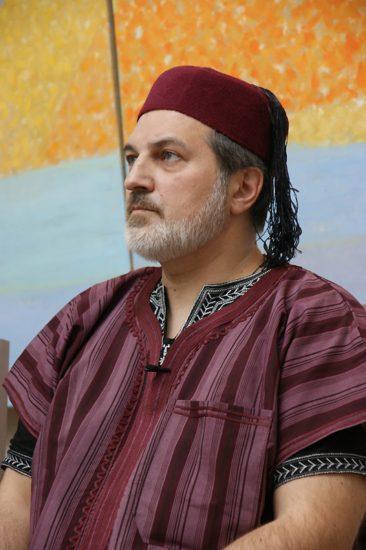 """Arsen Mirzaev en la presentación de su último libro en la galería """"12 de julio"""", San Petersburgo"""